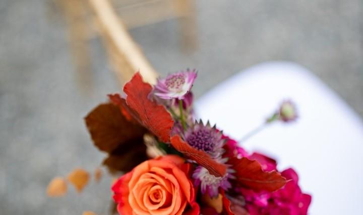 Fiori sulle sedie – matrimonio all'aperto